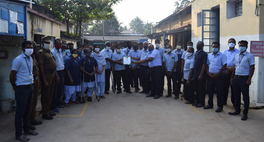 tamil nadu state award with employees group photo